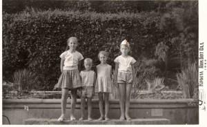 1965 год Крым Дом отдыха пограничников Слева направо Вика Шлямина, Андрей Мяукин, Лена Мяукина, Лена Шлямина